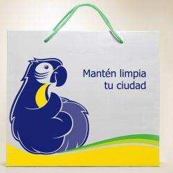 La mascota aplicada en la bolsa